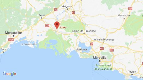 """""""Gilets jaunes"""" : un mort dans un accident de la route en marge d'un barrage à Arles"""