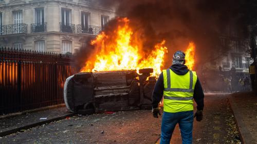 """DIRECT. """"Gilets jaunes"""" : un péage incendié par des """"casseurs"""" dans la nuit à Narbonne"""