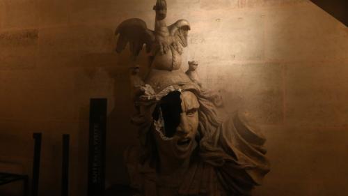 """EN IMAGES. Œuvres endommagées, piliers tagués, boutique pillée... L'Arc de triomphe """"dévasté"""" après l'intrusion de """"gilets jaunes"""""""