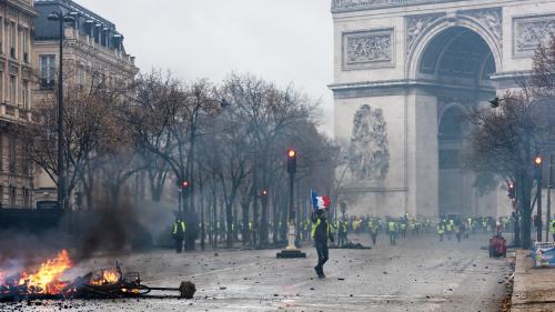 """""""Gilets jaunes"""" : sept chiffres qui montrent l'impact du mouvement sur l'économie française"""