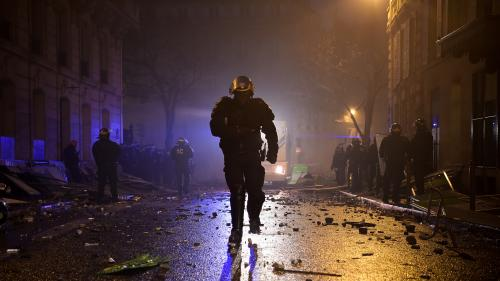 """TEMOIGNAGE FRANCE 3. """"C'était une guerre"""" : un CRS présent lors de la manifestation des """"gilets jaunes"""" à l'Arc de triomphe raconte le déchaînement de violence"""