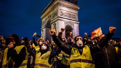 """""""Ils n'ont même pas manifesté et les voilà en garde à vue!"""" : après les violences à Paris, le défilé des """"gilets jaunes"""" au tribunal"""