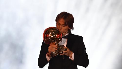 Foot : le Croate Luka Modric remporte le Ballon d'or, Antoine Griezmann premier Français arrive troisième