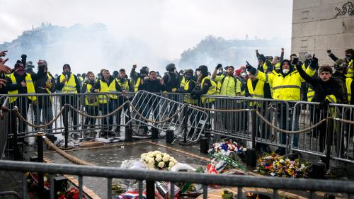"""DIRECT. """"Gilets jaunes"""" : une octogénaire est morte après avoir été blessée par des éléments d'une grenade lacrymogène, en marge des incidents à Marseille"""