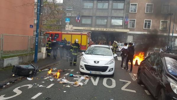 DIRECT. Environ 2 500 lycéens ont manifesté à Nice, une centaine d'établissements perturbés à travers la France