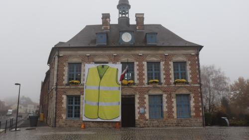 """INFO FRANCE BLEU. """"Gilets jaunes"""" : l'Association des maires ruraux appelle tous les maires à recevoir les doléances de Français"""