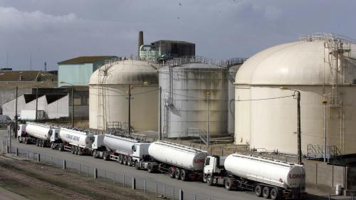 """""""Gilets jaunes"""" : des bloqueurs des dépôts pétroliers de Brest et Lorient convoqués par la justice"""
