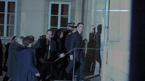VIDEO. Emmanuel Macron hué et insulté à sa sortie de la préfecture du Puy-en-Velay