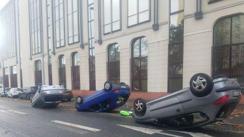 Orléans : plusieurs véhicules renversés pendant la manifestation des lycéens