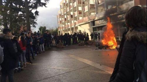 Lyon : des échauffourées éclatent devant plusieurs lycées de la métropole