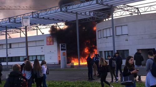 VIDEOS. Haute-Garonne : le lycée Saint-Exupéry de Blagnac, près de Toulouse, en partie incendié