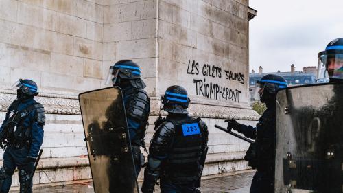 """""""Un policier n'est pas une machine"""" : un CRS raconte les affrontements en marge des manifestations des """"gilets jaunes"""" à Paris"""