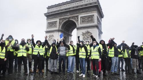 """""""Je suis monté pour prendre une photo"""": des """"gilets jaunes"""" interpellés sur l'Arc de triomphe s'expliquent devant le tribunal"""