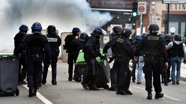 DIRECT. Mobilisation des lycéens : plusieurs élèves blessés lors d'affrontements avec la police