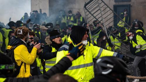 """DIRECT. """"Gilets jaunes"""" : le PS, La France insoumise et le PC vont déposer une motion de censure contre le gouvernement lundi"""