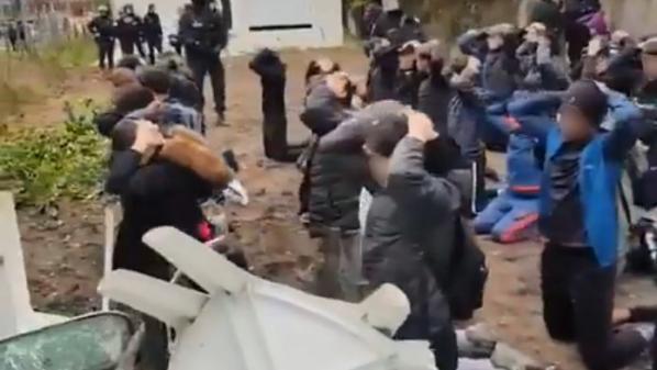 Des lycéens à genoux, mains sur la tête : ce que l'on sait de l'interpellation collective de 151 adolescents à Mantes-la-Jolie, dans les Yvelines