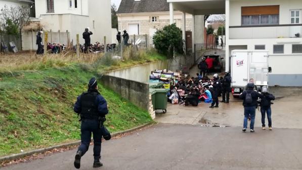 Lycéens agenouillés : l'IGPN conclut qu'aucune faute n'a été commise lors de l'arrestation