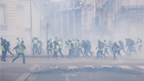 """DIRECT. """"Gilets jaunes"""" : 55 personnes blessées à Paris, 737 interpellations, 551 gardes à vue... Des incidents se poursuivent dans la capitale"""