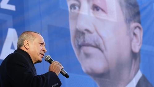 """""""Voyez un peu ce que font les policiers de ceux qui critiquaient nos policiers"""": le président turc dénonce la """"violence"""" de la France contre les """"Gilets jaunes"""""""