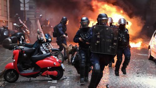 """Blindés dans les rues, Uma Thurman dans le cortège... Dix choses vues lors des manifestations des """"gilets jaunes"""""""
