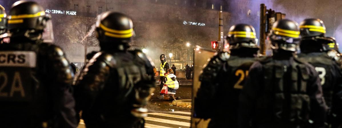 """""""Gilets jaunes"""" : """"Nous sommes exténués"""", témoigne un syndicaliste policier"""