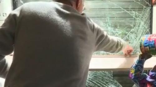 """VIDEO. """"Sans mon Flash-ball, ça tournait au massacre"""" : attaqué samedi par des casseurs, un bijoutier parisien témoigne"""
