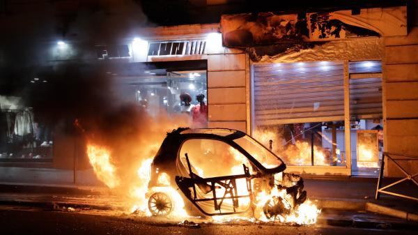 Violences à Paris : la capitale constate l'ampleur des dégâts