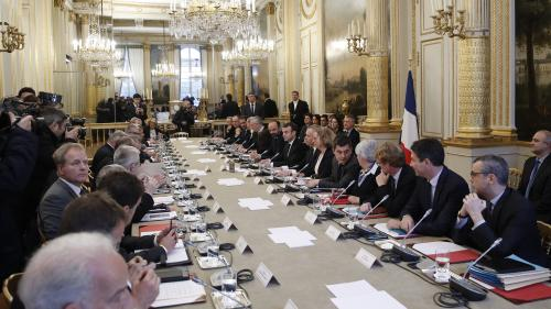 """DIRECT. """"Aucune mesure n'a été annoncée"""": après avoir été reçus à l'Elysée, syndicats et responsables politiques attendent le discours de Macron"""