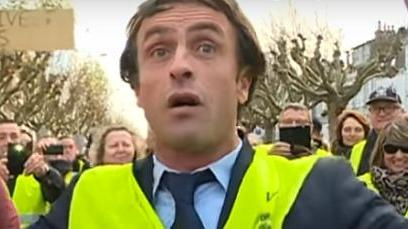 """VIDEO. Vendée : un sosie d'Emmanuel Macron aux côtés des """"gilets jaunes"""" à La Roche-sur-Yon"""