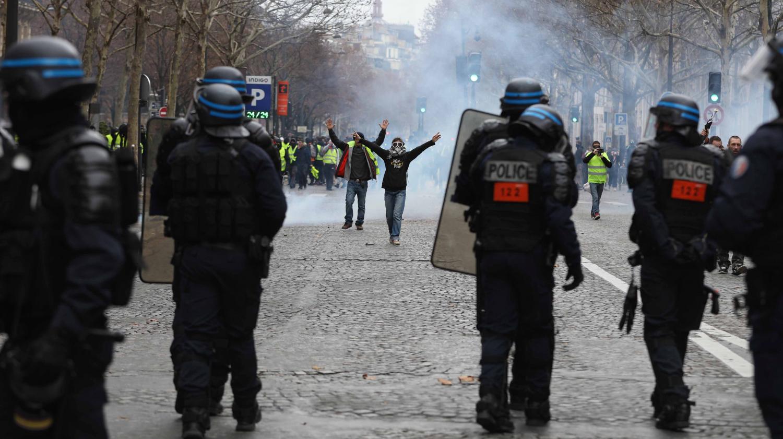 """Les policiers sont fatigués : """" Nous aussi on va les enfiler, les gilets"""" prévient Unité SGP Police"""