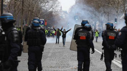 """Les policiers sont fatigués : """"Nous aussi on va les enfiler, les gilets"""" prévient Unité SGP Police"""