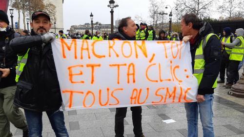 """""""Gilets jaunes"""" : pourquoi l'augmentation du smic promise par Macron n'en sera pas vraiment une"""