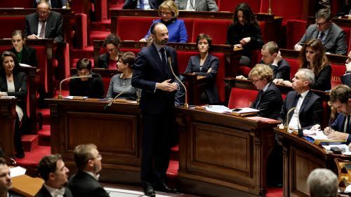 """DIRECT. """"Gilets jaunes"""" : Edouard Philippe veut que les salariés payés au smic """"puissent bénéficier du fruit de leur travail"""""""
