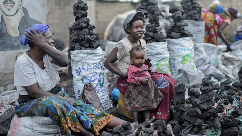 En Afrique Le Charbon De Bois Reste Le Combustible Des