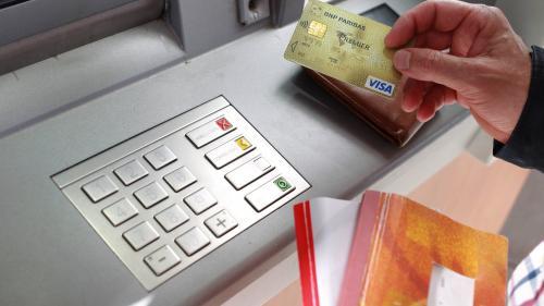 """Participation des banques à """"l'effort collectif"""" : toutes les hausses de frais bancaires prévues en 2019 sont annulées"""