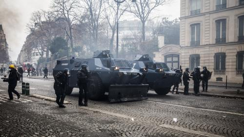 """""""Gilets jaunes"""" : les autorités démentent l'existence d'une """"arme secrète"""" dans les blindés déployés samedi à Paris"""