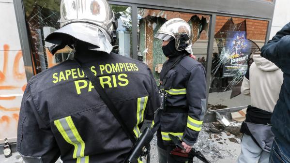 """Manifestations de lycéens: """"Laissez-nous faire notre métier"""", demandent les pompiers après avoir été pris pour cible"""