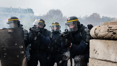 """""""On commence à en avoir marre de servir de chair à canon"""" : mobilisées pour l'acte 5 des """"gilets jaunes"""", les forces de l'ordre racontent leur épuisement"""