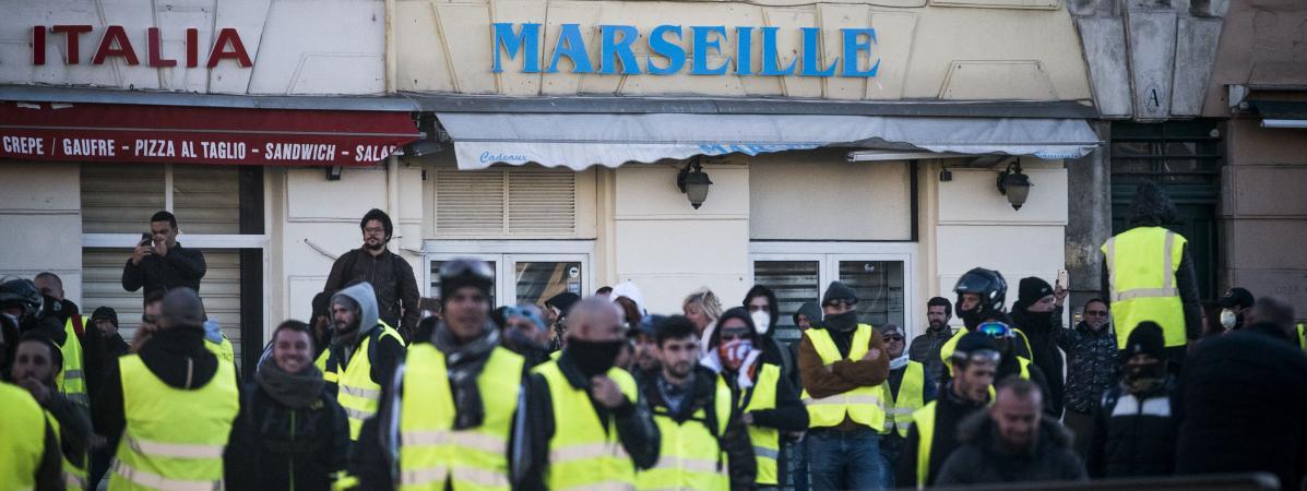 """Une manifestation de \""""gilets jaunes\"""" à Marseille (Bouches-du-Rhône), le 8 décembre 2018."""