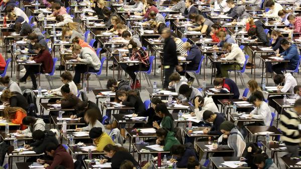 """À Lyon, une cellule d'écoute au chevet d'étudiants en médecine """"ébranlés"""" par l'annulation d'un examen"""