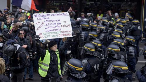 """Gilets jaunes"" : 85 interpellations à Paris à la mi-journée"