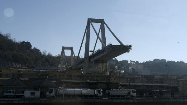 Eurozapping : la démolition du pont Morandi reportée, pas le Brexit