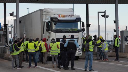 """Vinci Autoroutes renonce à faire payer les automobilistes qui avaient bénéficié des opérations """"péage gratuit"""" des """"gilets jaunes"""""""
