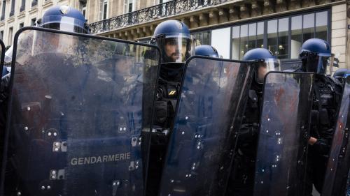 """""""Gilets jaunes"""" : la grande fatigue de la police"""