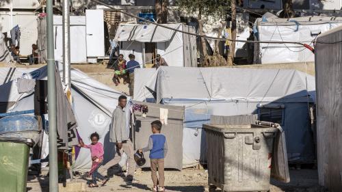En direct du monde. À Lesbos, en Grèce, des milliers de réfugiés bloqués sur l'île dans des conditions terribles