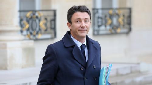 """""""Acte 8"""" des """"gilets jaunes"""" : Benjamin Griveaux, le porte-parole du gouvernement, évacué de son ministère après une intrusion violente"""