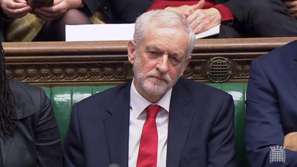 """Royaume-Uni : le chef de l'opposition Jeremy Corbyn accusé d'avoir qualifié Theresa May de """"femme stupide"""""""