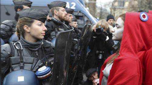 """""""Gilets jaunes"""" : la gendarmerie nationale met sa """"Marianne"""" à l'honneur"""