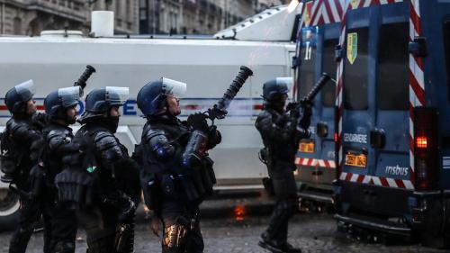 """Prime de 300 euros pour les forces de l'ordre : """"C'est une obole, une misère, des miettes"""""""