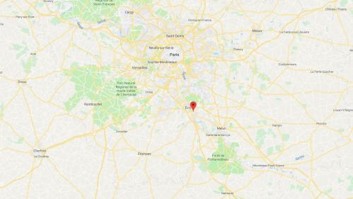 Corbeil-Essonne : la Seine colorée en orange par 3000 litres de peinture déversés par accident